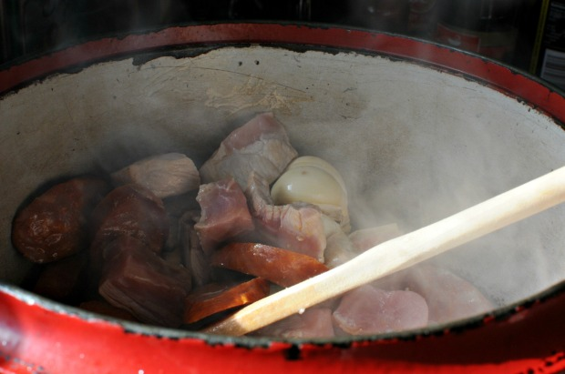 Frying meat for arroz al horno
