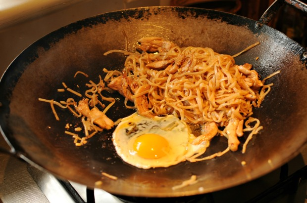Frying pad thai