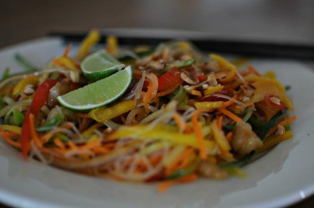 Vegan glass noodle and mango salad (1)